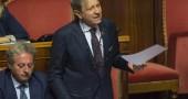 In Senato la legge sulle demolizioni. Falanga: «Provvedimento di buon senso», i Verdi: «È inaccettabile»