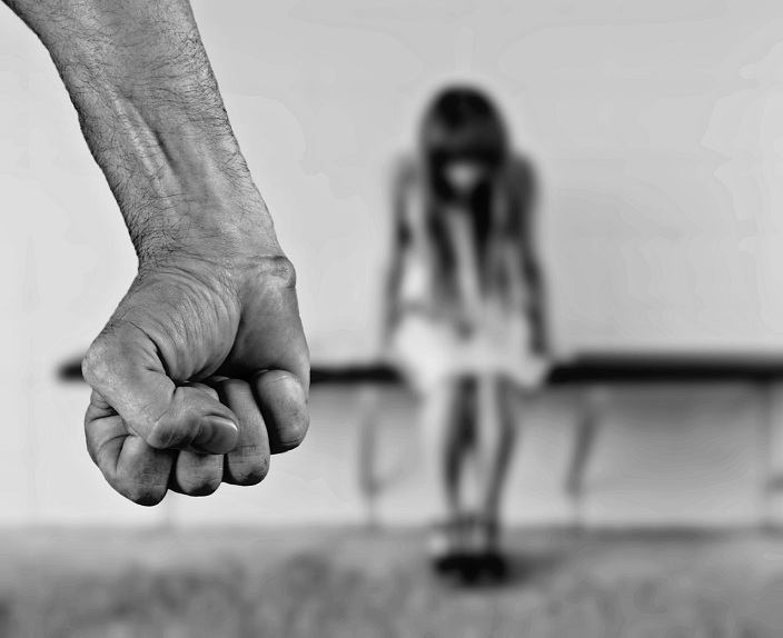 Lo stupratore è indigente: nessun indennizzo alla vittima, vietato rivalersi sullo Stato