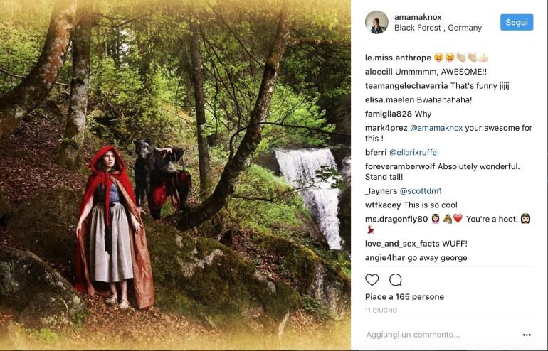 Amanda Knox diventa Cappuccetto Rosso: l'americana debutta su Instagram
