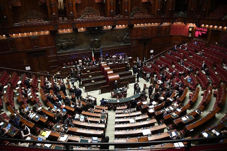Come funziona la nuova legge elettorale giornalettismo for Composizione del parlamento italiano oggi