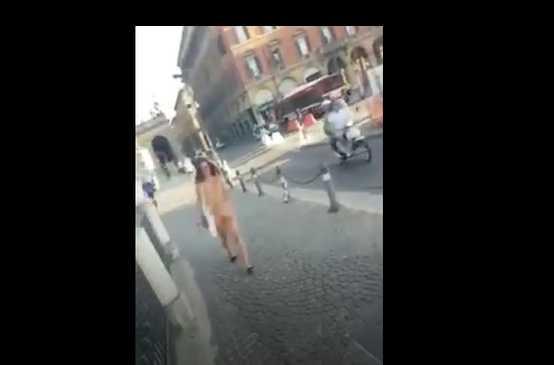 Ragazza nuda Bologna