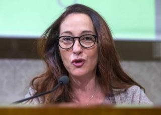Paola Taverna contro Walter Ricciardi