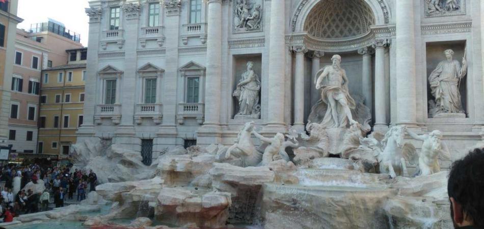 fontana Trevi rosso