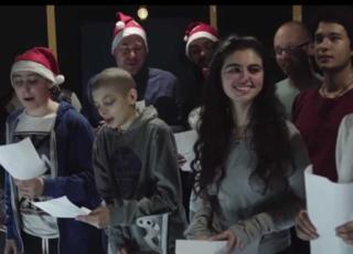 canzone di Natale dei ragazzi in cura all'Istituto dei Tumori