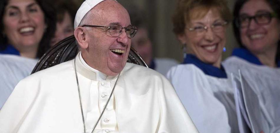 Papa Francesco sigarette