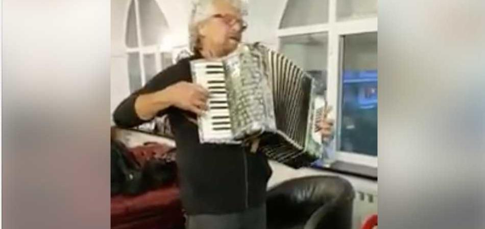 Beppe Grillo liscio