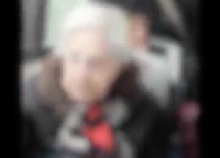 anziana sputa nero
