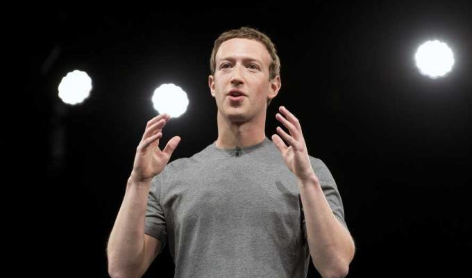 Mark Zuckerberg risponde