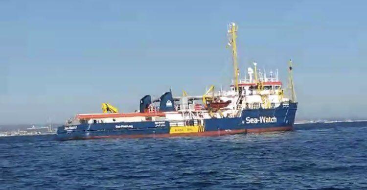Sea watch i parlamentari italiani sono saliti a bordo for Parlamentari italiani numero